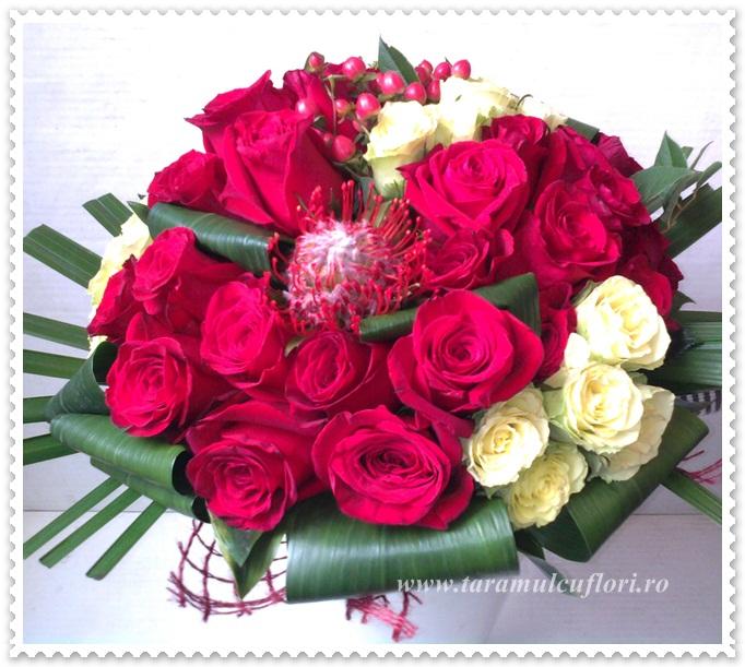 Buchete de flori din trandafiri-hipericum.0928